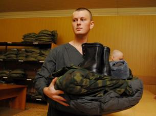 Военнослужащим выплатят деньги за неполученное обмундирование.